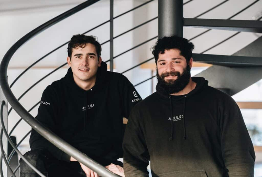 Picture of two of DUUO's window cleaners. Mads is to the left and Jonas is to the right.